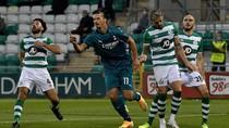 Video Ibrahimovic-Calhanoglu Bawa Milan Singkirkan Shamrock