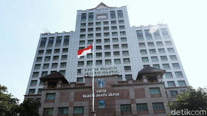 Kantor Wali Kota Jakarta Selatan ditutup sementara. Penutupan dilakukan akibat ditemukannya kasus Corona di lingkungan Pemkot Jaksel.
