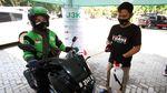 Aksi Bagi-bagi Masker untuk Warga Depok