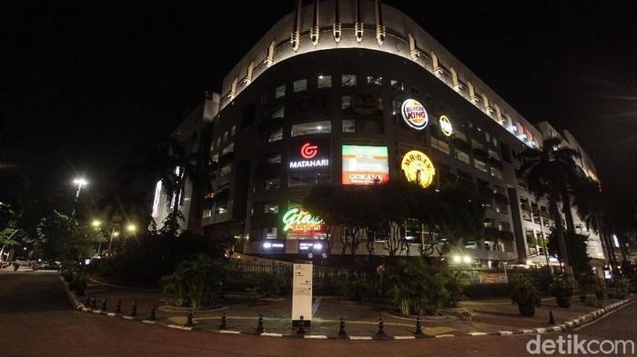 Kawasan Bulungan, Jakarta, menjadi salah satu tempat nongkrong yang selalu ramai. Di masa PSBB ketat, lokasi tersebut kini ditutup.