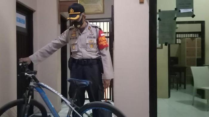 Barang bukti sepeda yang dicuri pria di Cirebon