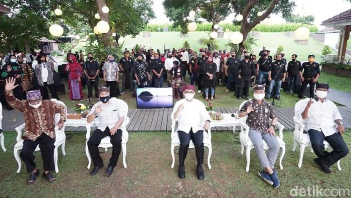Komunitas Seniman dan Budayawan Banyuwangi mengapresiasi kinerja pemkab selama 10 tahun terakhir. Yakni dalam mengembangkan seni budaya.