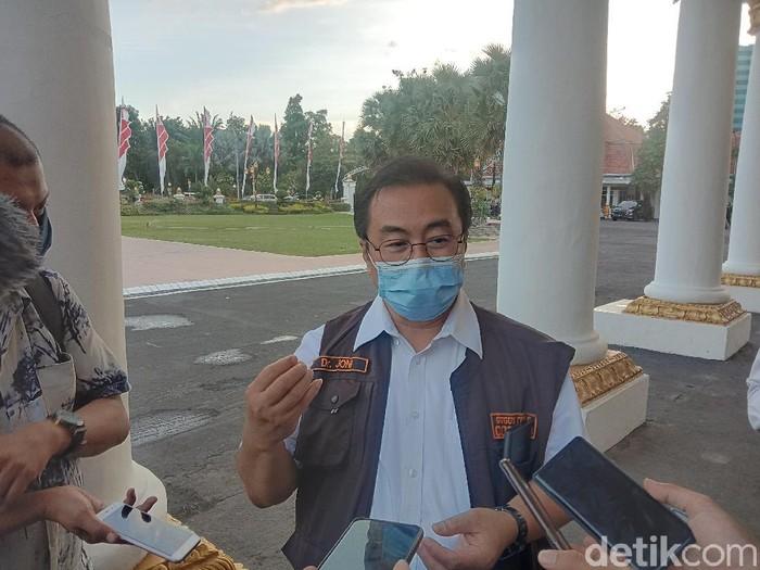 Ketua Gugus Kuratif Percepatan Penanganan COVID-19 Jawa Timur dr Joni Wahyuhadi