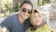 Indra Bruggman Menyesal Belum Menikah Saat Ibunda Meninggal Dunia