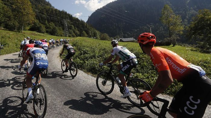 Colombias Harold Tejada climb Plateau des Glieres during the stage 18 of the Tour de France cycling race over 175 kilometers (108.7 miles) from Meribel to La Roche-sur-Foron, France, Thursday, Sept. 17, 2020. (AP Photo/Thibault Camus)