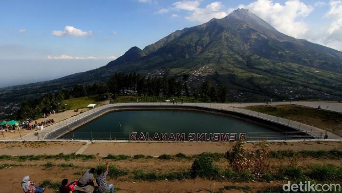 Selain berfungsi sebagai pengairan, Embung Manajar juga ramai dikunjungi. Lokasi tersebut menawarkan lansekap Gunung Merapi lho.