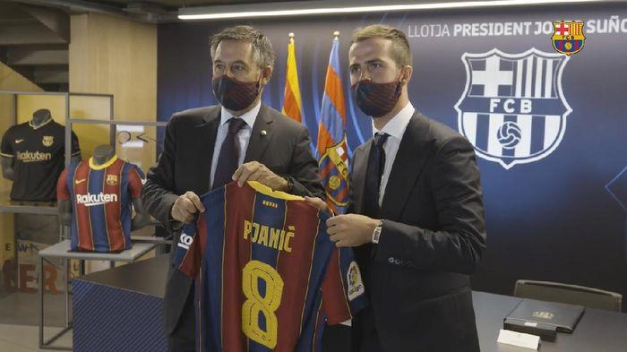 Nomor 8 Barcelona Milik Miralem Pjanic