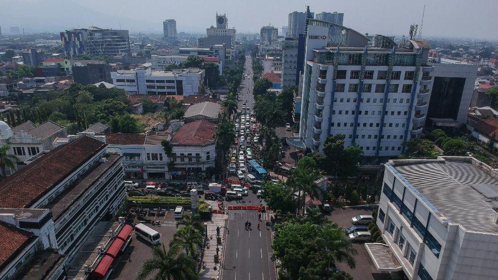 30 Kecamatan Zona Merah Berbuntut Buka-Tutup Jalan di Bandung