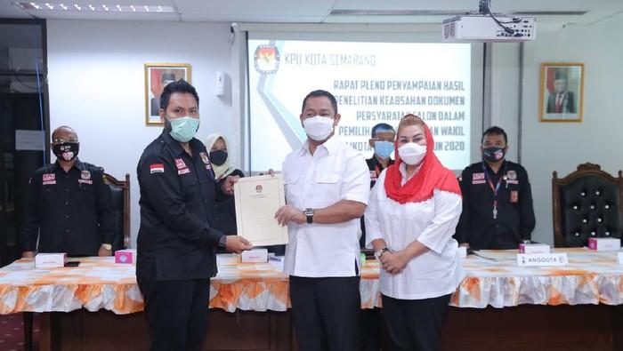 Penyerahan hasil verifikasi berkas pendaftaran di KPU Kota Semarang