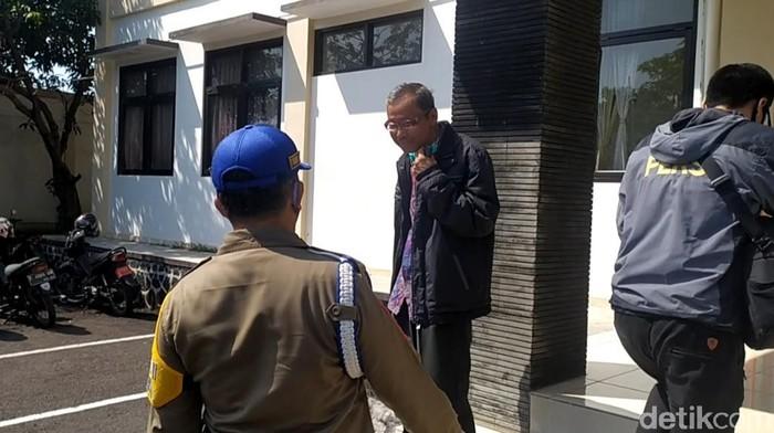 Petugas menemukan sejumlah ASN tak bermasker saat razia kantor dinas