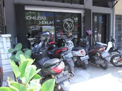 Bisa Ngopi Sambil Konsultasi Hukum di Kafe Ini