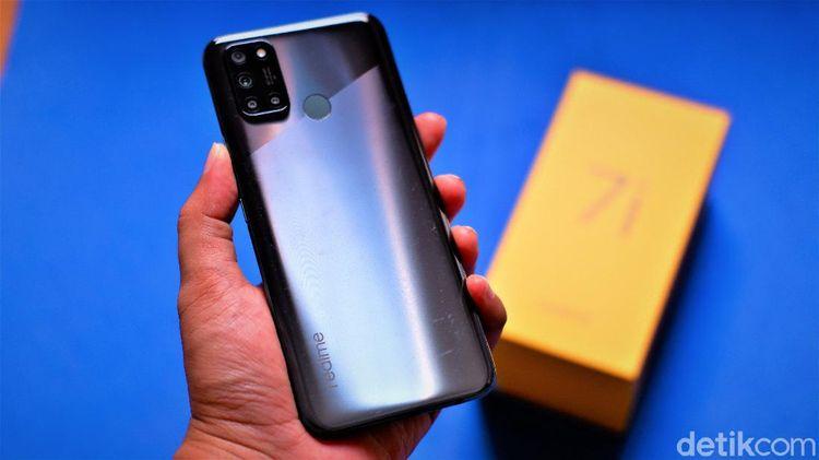 Unboxing Realme 7i, Ponsel Rp 3 Jutaan Punya Mode Cinema