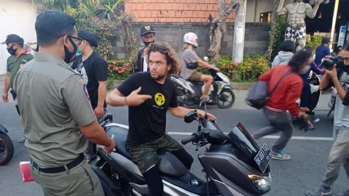 Sejumlah bule di Bali Tak Pakai Masker Ditindak Satpol PP