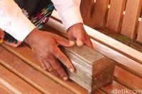 Sejak dulu sirih pinang adalah simbol keperawanan wanita di Bajo. Sirih pinang juga menyimbolkan kekerabatan dan kekeluargaan yang terjadi antar keluarga. Sebagai mahar, sirih pinang akan diberikan oleh pria kepada wanita.