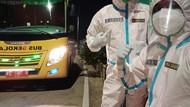 Curhat Sopir Bus Dehidrasi Pakai Hazmat Saat Antar Pasien ke Wisma Atlet