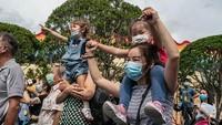 Diketahui sebelumnya Hong Kong menghadapi gelombang ketiga Corona beberapa pekan lalu. Tes massal pun dilakukan guna menanggulangi penyebaran virus Corona tersebut.