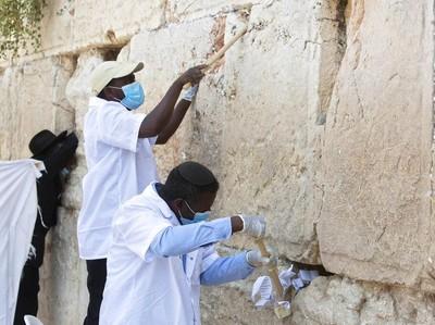 Jelang Tahun Baru Yahudi, Tembok Ratapan Dibersihkan