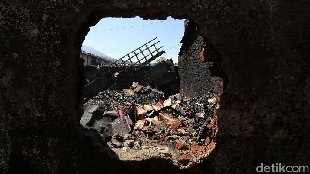 Yang Tersisa Setelah Api Menghanguskan Pasar Cepogo Boyolali