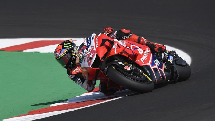 MISANO ADRIATICO, ITALY - SEPTEMBER 18: Francesco Bagnaia of Italy and Pramac Racing rounds the bend during the MotoGP Of San Marino - Free Practice at Misano World Circuit on September 18, 2020 in Misano Adriatico, Italy. (Photo by Mirco Lazzari gp/Getty Images)
