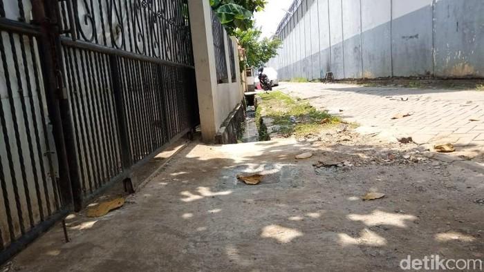 Narapidana narkoba WN China bernama Cai Changpan kabur dari Lapas Kelas I Tangerang. Cai kabur dengan membuat galian yang tembus ke gorong-gorong samping lapas.
