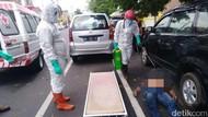 Turun dari Mobil Lalu Meninggal, Pria di Blitar Dievakuasi Petugas Ber-APD