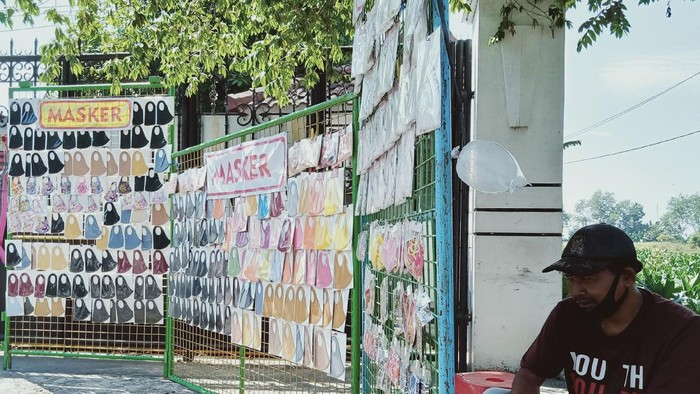 Nasib pedagang masker scuba di Klaten