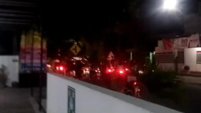 Aksi perusakan tugu pesilat terjadi di Kota Madiun pada (18/9) dini hari. Selain merusak tugu Persaudaraan Setia Hati Winongo (PSHW), sebuah rumah juga jadi sasaran pelemparan batu.
