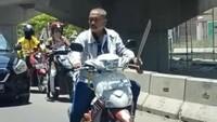 Aksi Mengerikan Daeng Ngalle Bawa Parang di Jalanan Makassar