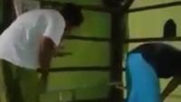 Viral Video Pria di Sampang Salat Berjemaah Sambil Main HP