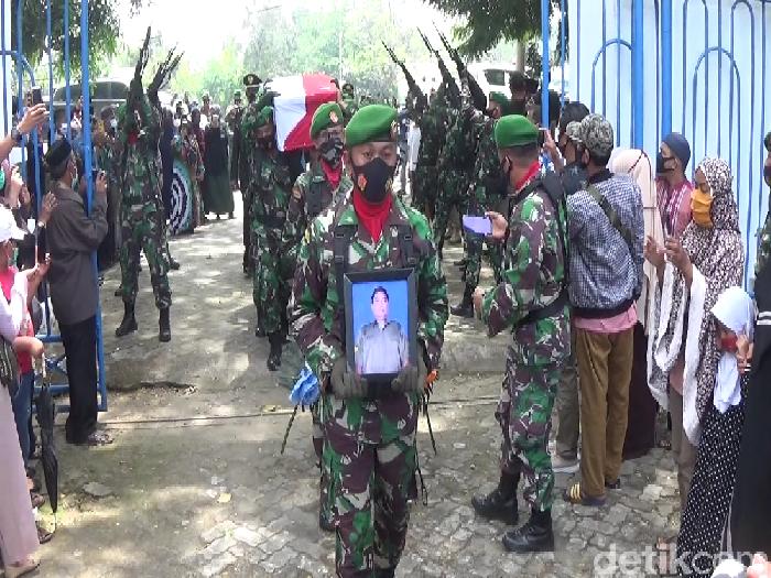 Serka Sahlan, anggota TNI yang gugur ditembak di Papua dimakamkan di TMP Palia Pinrang (Hasrul Nawir/detikcom)
