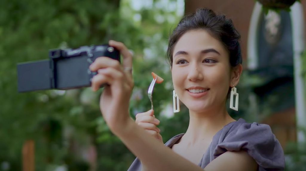 Kamera Compact Full Frame Sony A7C Menyasar Vlogger, Performanya?