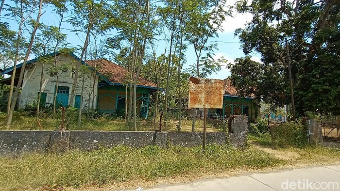 Bangunan rumah dinas pegawai pabrik gula di Desa Tanjungrejo, Kecamatan Jekulo, Kudus, Sabtu (19/9/2020).