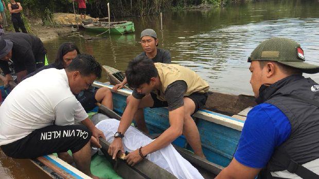 Evakuasi Ikan Pesut (DOK BBKSDA Riau)