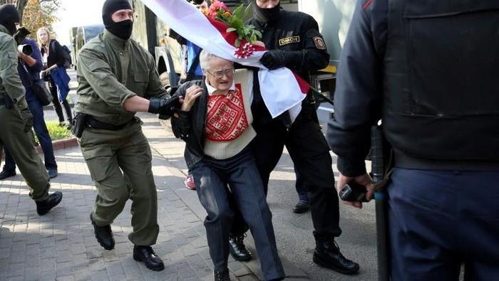 Nina Baginskaya , nenek yang ikut aksi di Belarus (AFP Photo)