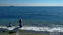 Ini Pantai Bohay, Lokasinya di Samping PLTU Paiton