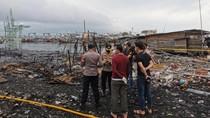 Kebakaran Gudang Kayu di Jakut, 100 Rumah-2 Truk Hangus