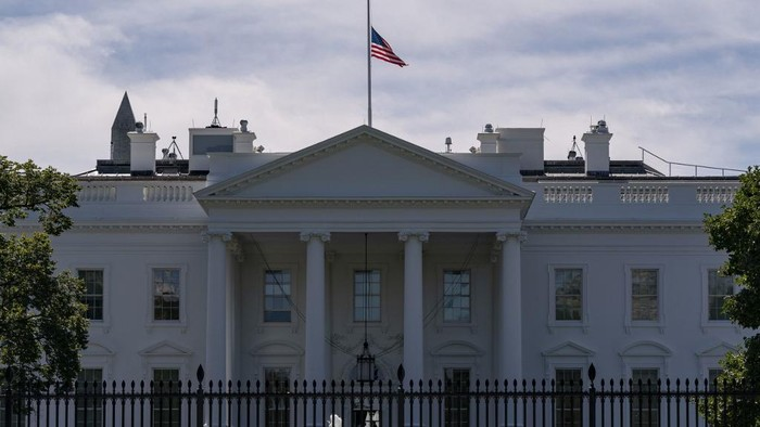 The US flag flies at half-mast above the White House in Washington, DC, on September 19, 2020 after the passing of US Supreme Court Justice Ruth Bader Ginsburg. - Ginsburg died September 18, opening a crucial vacancy on the high court expected to set off a pitched political battle at the peak of the presidential campaign. (Photo by Alex Edelman / AFP)