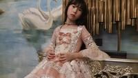 Kisah Ayah Ganteng Belajar Jahit untuk Buatkan Putrinya 100 Gaun Princess