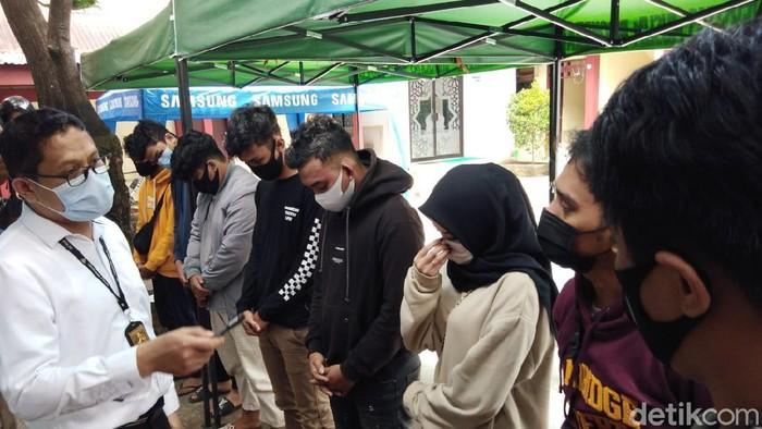 7 Orang diamankan terkait mahasiswi digilir sejumlah pria di Makassar (Hermawan-detikcom).