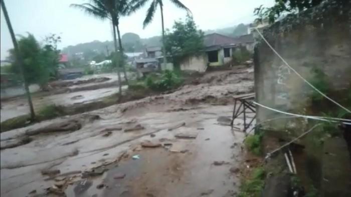 Banjir bandang di Kabupaten Sukabumi.