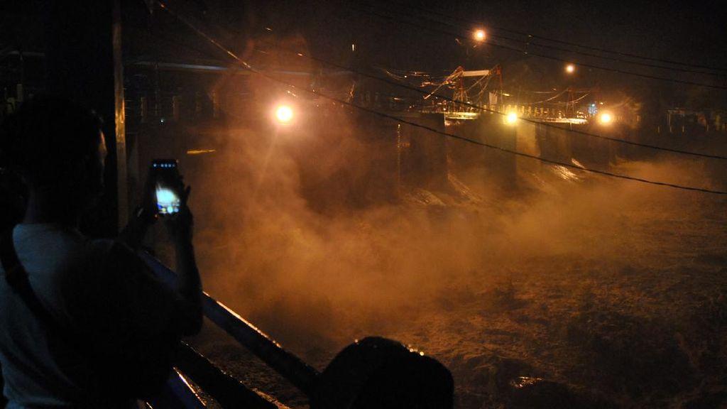Video Penjelasan Penjaga soal Kenaikan Drastis Debit Air Katulampa