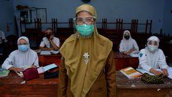 Jokowi Blak-blakan Soal BLT Guru Honorer dan PPPK