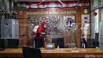 Kantor Kecamatan Kelapa Gading Disemprot Disinfektan