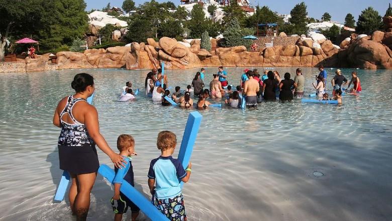 Disney Brizzald Beach