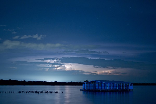 Danau Macaraibo berada di Kota Macaraibo, Venezuela.
