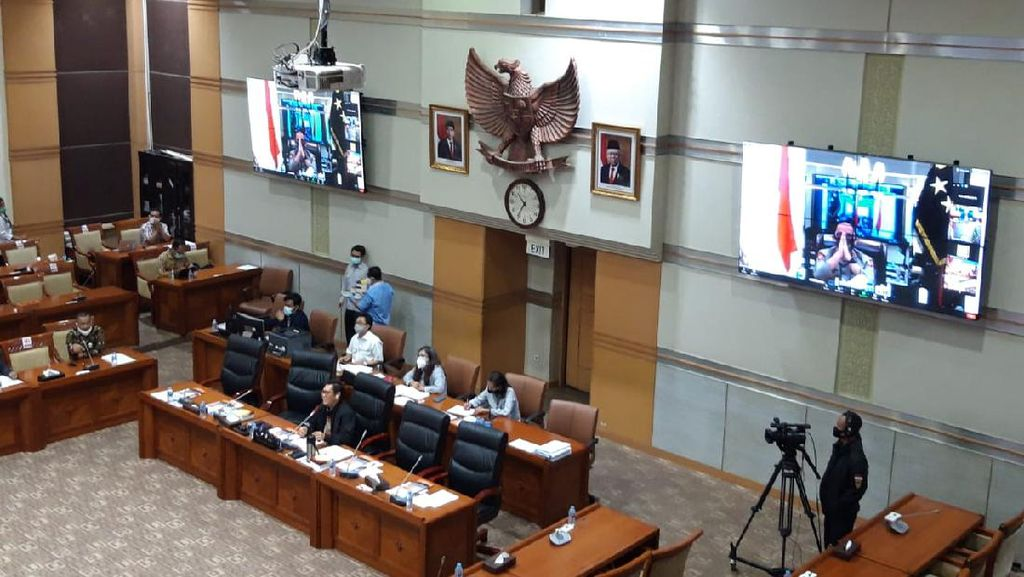 F-Gerindra DPR Protes Jaksa Agung-Polri-Ketua KPK Semua Hadir Virtual di Raker