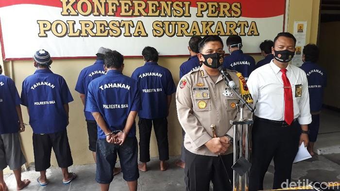 Kapolresta Solo Kombes Ade Safri Simanjuntak merilis penangkapan dua tersangka baru kasus penyerangan acara doa jelang pernikahan di Solo, Senin (21/9/2020).