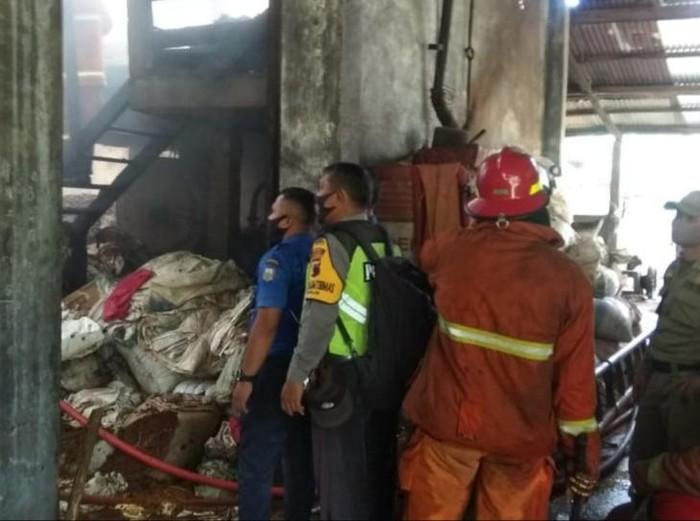 Kebakaran gudang pakan ternak di Salatiga, Senin (21/9/2020).