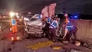 MPV Tabrak Truk di Tol Mojokerto-Surabaya, Tiga Orang Tewas