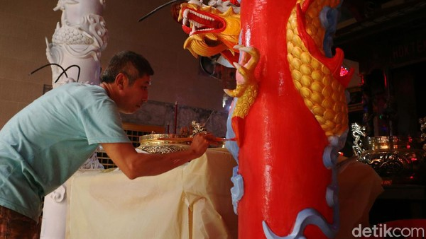 Hok Lay Kiong sendiri memiliki arti yakni istana yang mendatangkan rezeki.